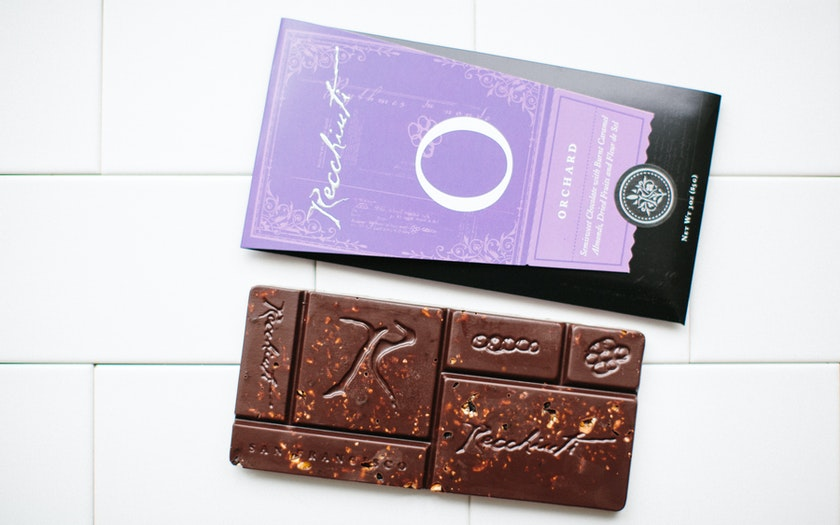 Orchard Currant & Toasted Almond Chocolate Bar