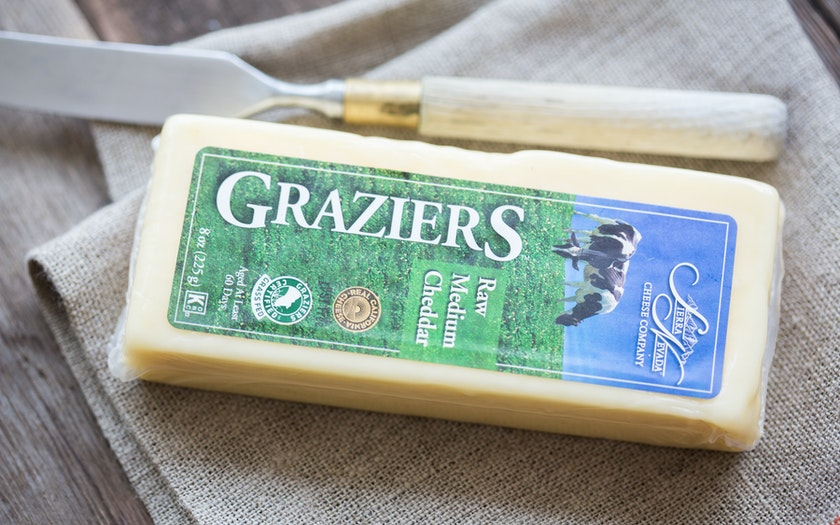 Graziers Raw Milk White Medium Cheddar